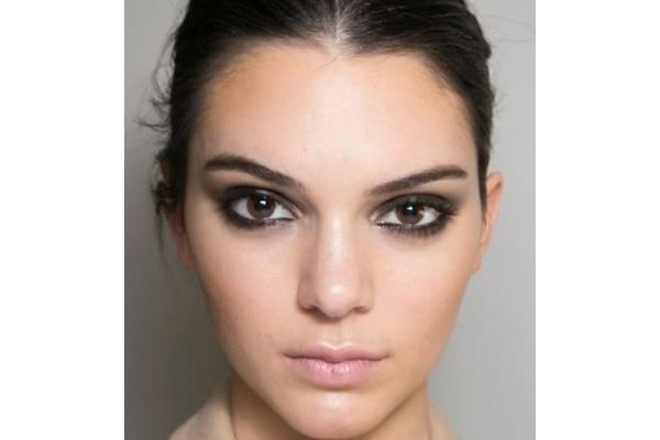 Smudged eyeliner look