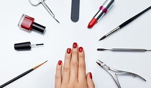 5 things your manicurist really hopes you do before an appointment