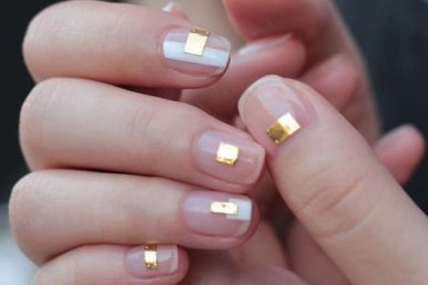 Minimalist yet blingy have you tried these pretty gold nail art designs