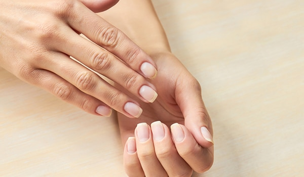 The routine to follow for healthy nails