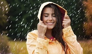 10 Skin Care Tips To Make Your Skin Sparkle In The Monsoons