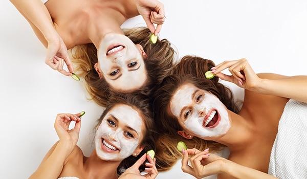 महीने में एक बार फ़ेशियल आपके चेहरे पर जादुई असर डालेगा. यहां जानिए कैसे?