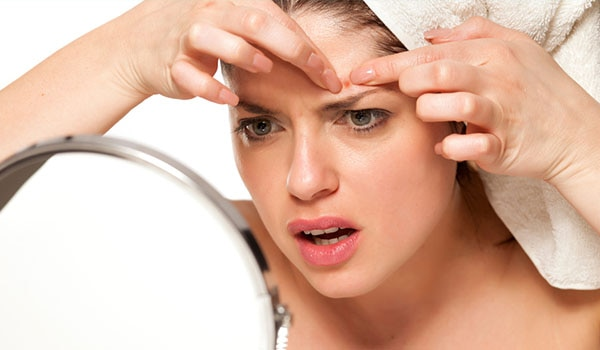 4 REASONS YOU SHOULD NOT BE POPPING YOUR PIMPLES
