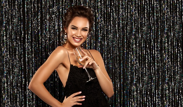 Running late for a party? This 5-minute makeup guide is all you need to look stunning