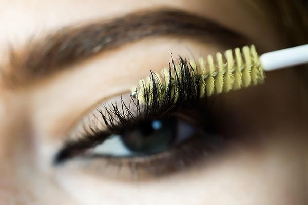 Lumpy mascara