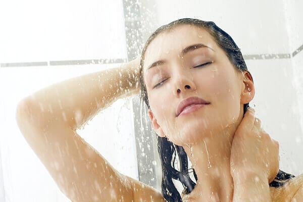 Насыщайте волосы - Советы по восстановлению волос, поврежденных хлором