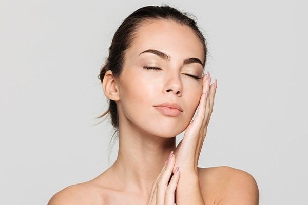 Aloe Vera Gel Moisturises and heals dry and flaky skin