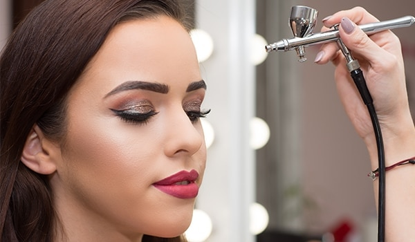 Should you switch to airbrush makeup for your summer wedding? Here are the pros and cons...