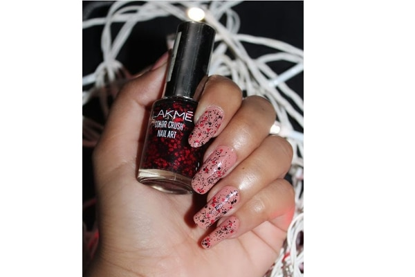 04. Nude nails with a splash of red