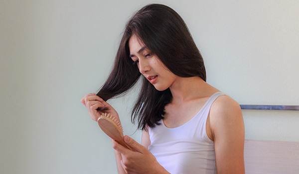 Stop! Are you doing these things that lead to hair fall?