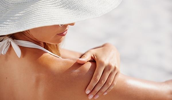गर्मियों में होने वाली त्वचा संबंधी समस्याएं और उनसे निपटने के तरीक़े