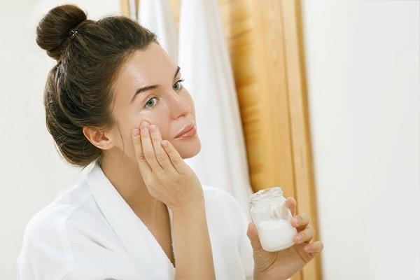 Coconut Oil for Moisturises skin