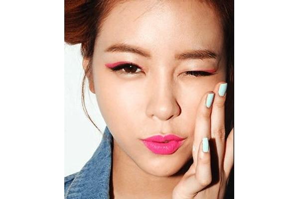 Colourful eyeliner and eyeshadow