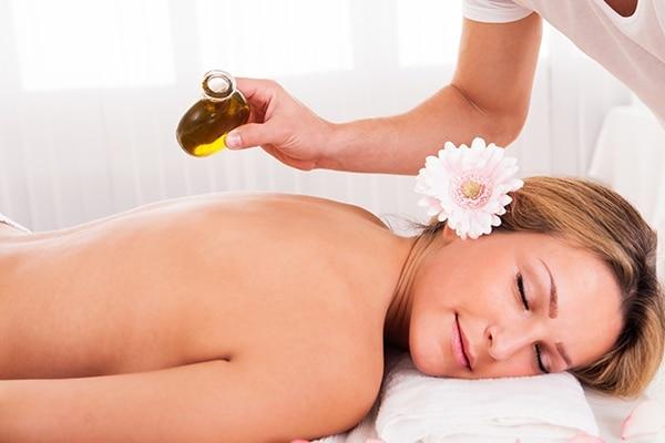 Steps for efficient use of olive oil head massage-