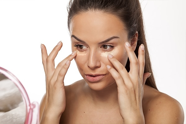 Applying makeup with your fingers