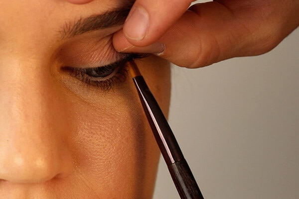 5 makeup tips to make your eyes appear smaller bebeautiful