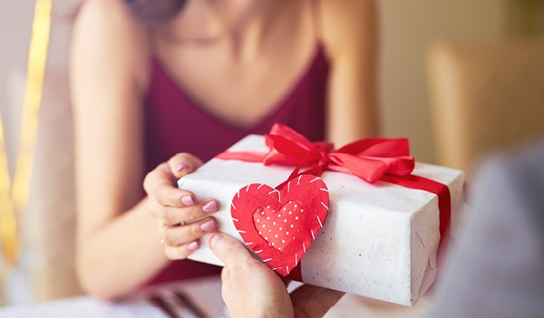 Valentine's Day 2021: Thoughtful beauty hampers that'll impress even the hard-to-please woman in your life