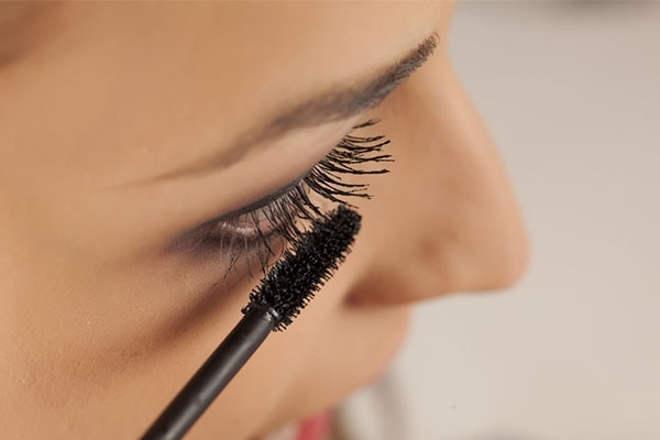 Prevent your mascara from clumping!