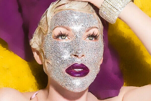 What is the glitter face mask trend?