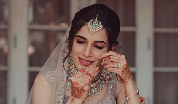 6 tips to keep in mind if you are planning to do your own wedding makeup