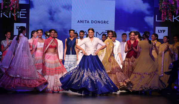 ANITA DONGRE SHOWCASES A ROMANTIC COLLECTION TO CLOSE DAY 3