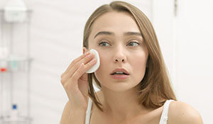 ARE YOU MAKING THESE MISTAKES WHILE REMOVING YOUR MAKEUP?