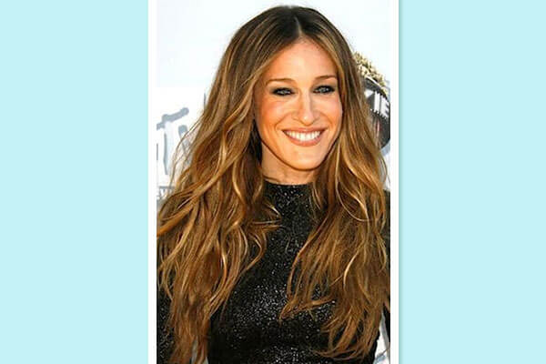 beach wave hairstyle on red carpet