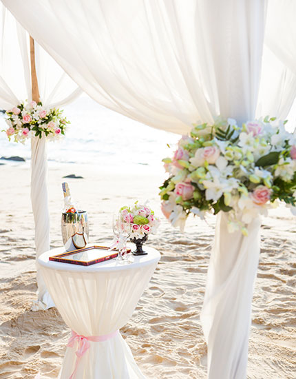 Beach wedding decoration ideas and tips wedding decor bebeautiful beach wedding decor ideas tips 430x550 junglespirit Gallery