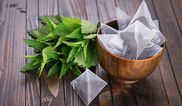 TREATING TANNING WITH TANNIN AND OTHER BEAUTY BENEFITS OF TEA
