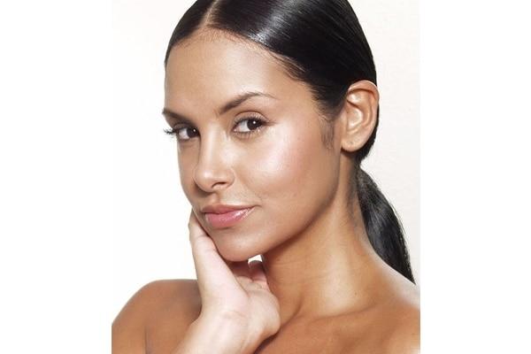 मिथक 4: यदि आपकी त्वचा तैलीय यानी ऑइली है तो मॉइस्चराइज़र के इस्तेमाल की ज़रूरत ही नहीं है