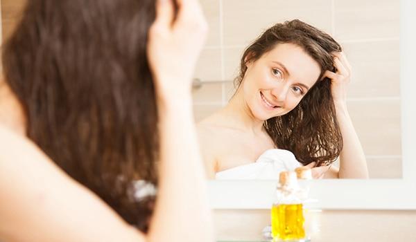 बालों के लिए फायदेमंद है सरसों का तेल