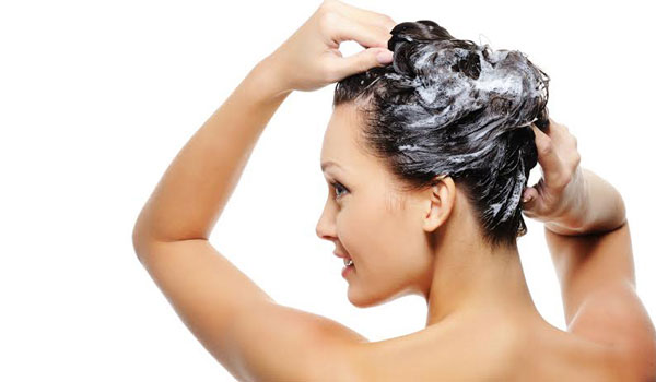 THE BENEFITS OF SCALP SCRUBBING & HOW YOU CAN TRY IT