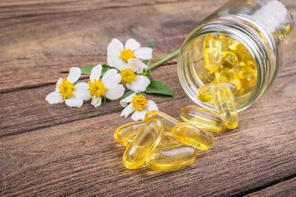 Vitamin E oil for grow eyelashes