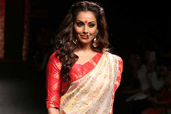 bipasha basu makeup look