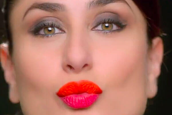 bollywood star kareena kapoor khan signature pose