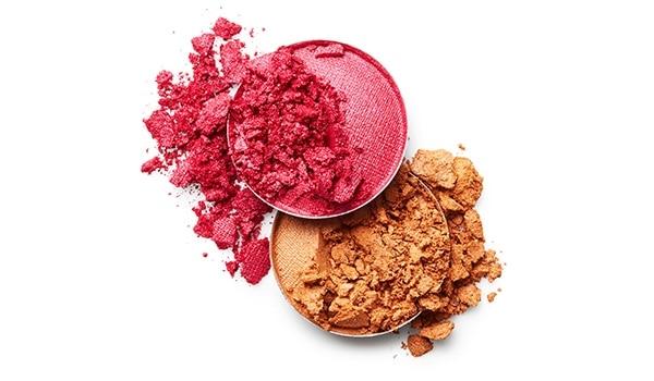 Wait! Don't throw that broken powder makeup, we've found a way to fix it