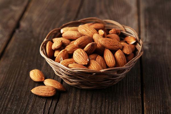 calcium rich foods almonds 600x400