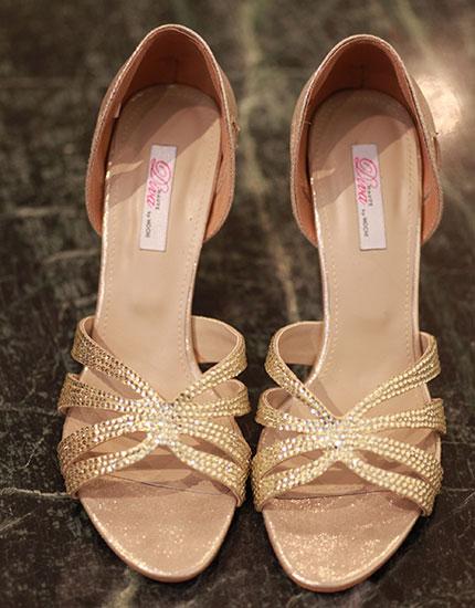 designer neelu oberoi styles bride to be heels 430x550