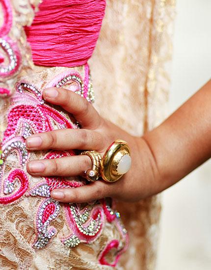 designer neelu oberoi styles bride to be ring 430x550