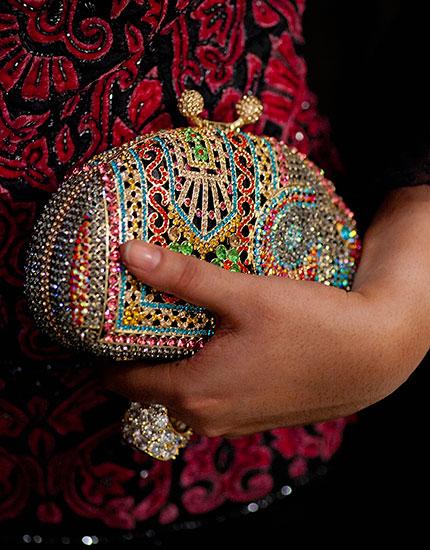 designer neelu oberoi styles bride to be sangeet clutch 430x550