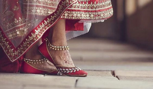 Ditch heels for Juttis on your wedding day!