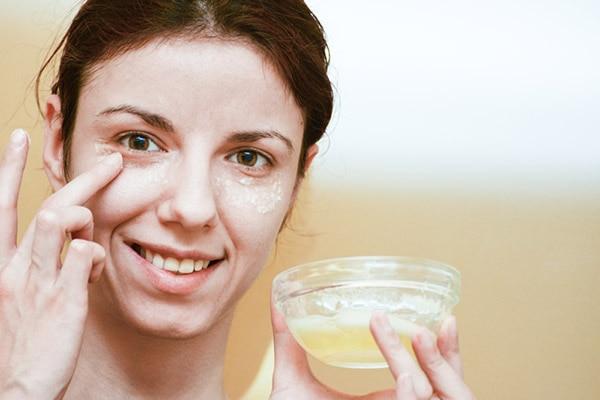 DIY turmeric under eye mask to get rid of dark circles