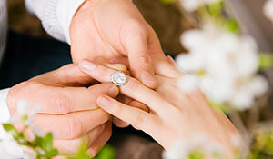 WHAT TO LOOK FOR IN YOUR ENGAGEMENT RING