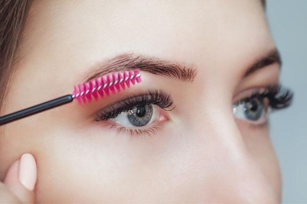 Brush 'em Lashes!