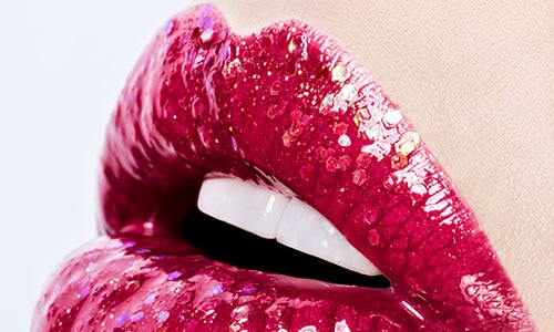 four steps to making your lipstick last longer 500x300
