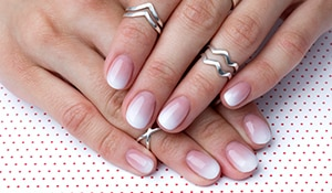 A quick hack to help you cheat salon-like ombré nails at home