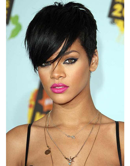 get the celebs bold pout look rihanna 430x550