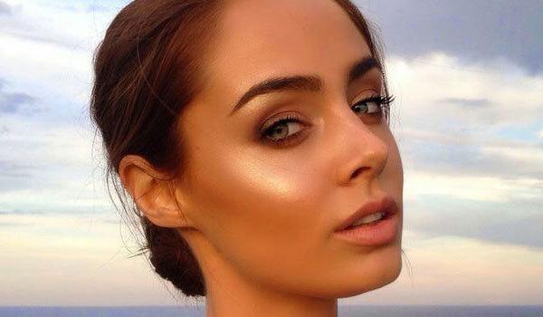 Golden Highlighter Makeup Trend Bebeautiful