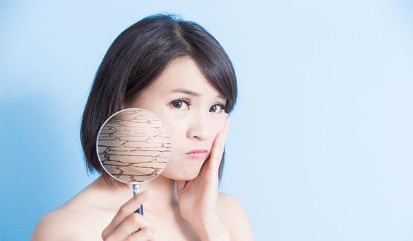 आपकी 5 आदतें, जो त्वचा को ड्राइ बना रही हैं