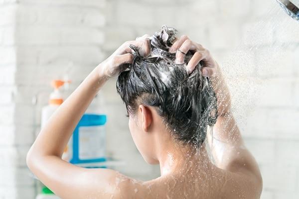 यूं धोएं बाल